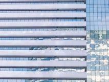 Äußeres des zeitgenössischen Wolkenkratzers Lizenzfreie Stockfotos