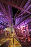 Äußeres eines futuristischen Gebäudes Stockbilder