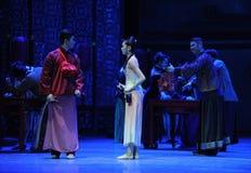 Även om förälskat men inte för together-The handling först av dansdrama-Shawanhändelser av forntiden Royaltyfri Fotografi