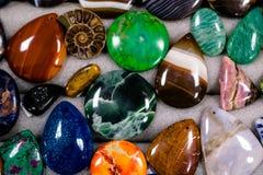 做的垂饰或别针空白石头 免版税库存照片