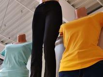 假时尚的T恤杉和的裤子 免版税库存图片