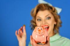 危机和贷款,信用,减速火箭的妇女 库存图片