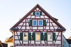 半木料半灰泥的房子峰顶在巴德温普芬,德国 库存照片