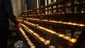 升祷告蜡烛 免版税库存照片