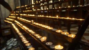 升祷告蜡烛 免版税库存图片