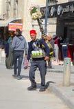 卖新鲜的饮用水街道,伯利恒的阿拉伯人 免版税库存照片