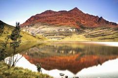 反射在日落的湖盐水湖 免版税库存照片