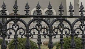 古色古香的华丽锻铁篱芭城市布局 库存照片