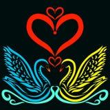 可爱的恋人天鹅和心脏在黑背景 向量例证