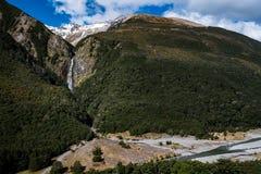 吻合风景在亚瑟通行证国立公园,新西兰 库存照片