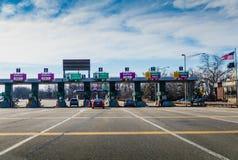 塞尔维尔,NJ,美国- 2019年2月16日:美国新泽西州之别名在出口124的大路收费站在一个晴朗的冬天早晨 免版税库存图片