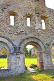 墙壁 中世纪cistercian修道院废墟在特兰西瓦尼亚 罗马尼亚 免版税库存照片