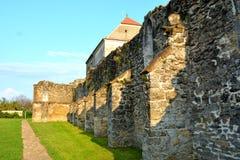 墙壁 中世纪cistercian修道院废墟在特兰西瓦尼亚 图库摄影
