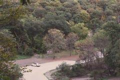 壁架国家公园在布恩,在早期的秋天期间的衣阿华 免版税库存照片