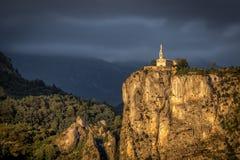 夏佩尔Notre Dame du Roc在金黄早晨光的卡斯泰朗 图库摄影
