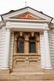 大厦细节与浅浮雕的在门面 库存照片