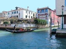 大运河的平底船的船夫 免版税库存图片