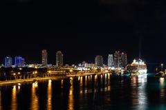 夜间都市风景街市迈阿密市地平线视图  免版税图库摄影