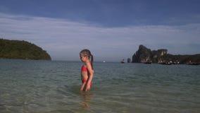 女孩走入4K的海 股票录像