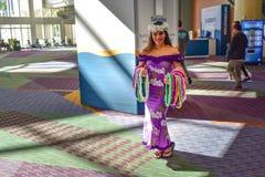 好夏威夷妇女在奥兰多在国际推进地区的会议中心 免版税库存照片