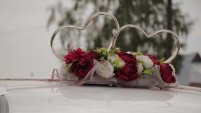 婚礼装饰和风景在看法金黄圆环由汽车屋顶 影视素材