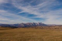 对山的美妙的看法在国家公园杜米托尔国家公园在黑山,巴尔干 欧洲 喀尔巴阡山脉,乌克兰,欧洲 - 图象 库存图片