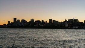 对蒙特利尔市地平线的夜timelapse,有圣劳伦斯河的市政厅的日落 股票录像