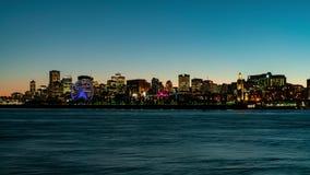 对蒙特利尔市地平线的夜timelapse,有圣劳伦斯河的市政厅的日落 影视素材