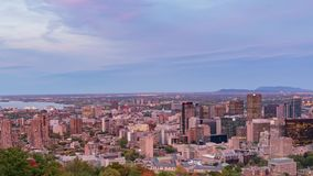 对蒙特利尔街市都市风景夜timelapse的空中下午从皇家山的 股票录像