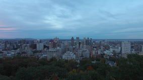 对蒙特利尔街市都市风景夜timelapse的空中下午从皇家山的 股票视频