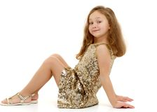 小女孩坐地板 免版税库存照片