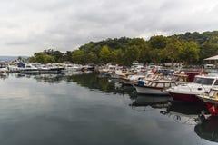 小船港口在伊斯坦布尔土耳其 免版税图库摄影