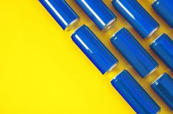 尼古拉耶夫州,乌克兰- 2018年11月14日:在颜色背景,平的位置的可口可乐罐头 库存图片