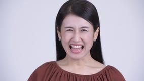 尖叫恼怒的亚裔的妇女的面孔呼喊和 影视素材