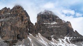 山 美好的风景 多云天气 国家公园 特雷Cime,白云岩,波尔扎诺自治省 意大利 库存照片