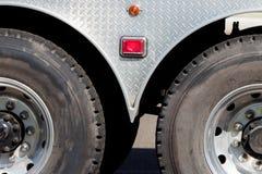 工业用货车拖车轨轮胎和轮子 免版税图库摄影
