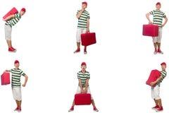 带着在白色隔绝的红色手提箱的年轻人 免版税库存照片