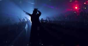 带领,艺人,公众的工作 剪影 舞蹈主要类 股票录像