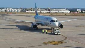 帕尔马,西班牙 Eurowings空中客车A320在伯尔马de Majorca机场乘出租车到终端 股票视频