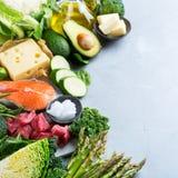 平衡饮食的健康能转化为酮的低碳食物 免版税库存图片