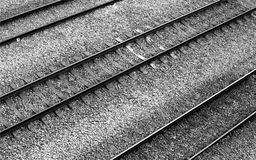 平行被排列的铁路轨道 免版税图库摄影