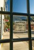 2018年9月15日-史凯威,AK:沿第2个Ave的看法,虽然红洋葱交谊厅的开背部门 免版税库存图片