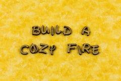 建立舒适火受欢迎的家庭爱生活活版类型 免版税库存图片