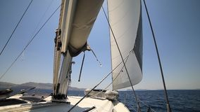 Żagiel łódź w ruchu Grecja, morze śródziemnomorskie zbiory wideo