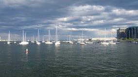 Żagiel łodzie w Boston schronieniu fotografia stock