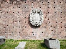 Żakiet ręki na ścianie w Sforza kasztelu w Mediolan zdjęcia royalty free