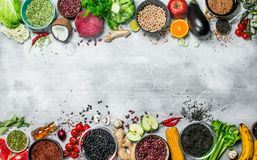 Żywność organiczna Zdrowy asortyment warzywa i owoc z legumes zdjęcie stock