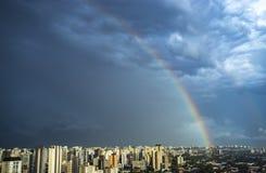 彩虹在城市 圣保罗市,巴西 免版税库存照片