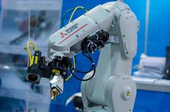 基辅,乌克兰- 2018年11月22日:三菱电机有限公司机器人胳膊 库存照片