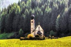 圣乔瓦尼教会在Ranui Val二Funes,意大利 意大利语,欧洲 免版税库存图片